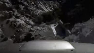 Este conductor pierde el control y cae por un precipicio
