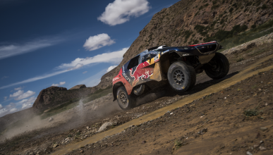 Dakar 2016. Coches, Etapa 5: Loeb gana, Sainz muy cerca