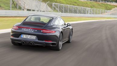 Porsche 911 Carrera 4 foto trasera