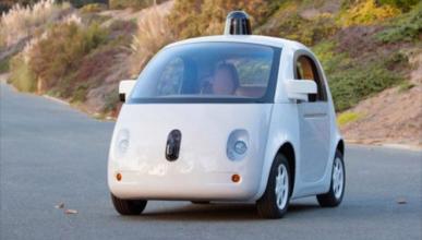 El coche de Google tuvo 272 fallos y casi 13 accidentes