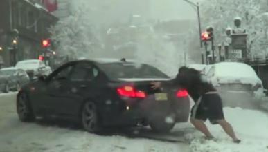 Este BMW sabe la importancia de los neumáticos de invierno