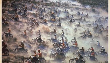 Vídeo: Correr por el desierto en los 70 era cosa de hombres