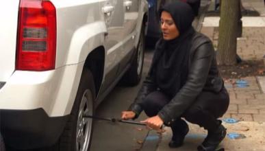 ¿Ayudarías a una mujer musulmana a cambiar una rueda?