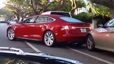 ¿Fallo del sistema de aparcamiento automático de Tesla?