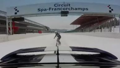 Vídeo: espectacular snowboarding con un Nissan GT-R