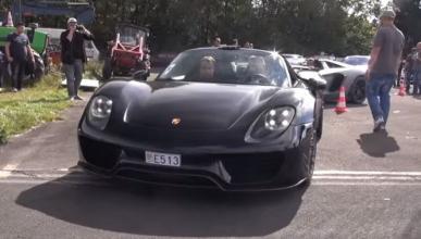 Vídeo: así hace donuts el Porsche 918 Spyder