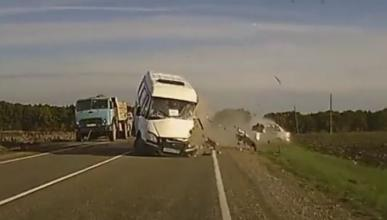 Brutal accidente en Rusia, cazado por una dashcam