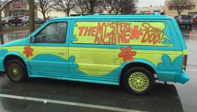 Se da a la fuga con una furgoneta como la de 'Scooby Doo'