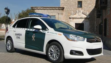 Encuentra una réplica de un coche de la Guardia Civil