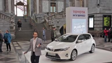 ¿Sabrías enchufar un híbrido de Toyota? ¡No hace falta!