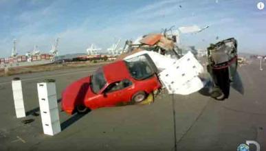 Los 'Cazadores de Mitos' destrozan todo con un camión
