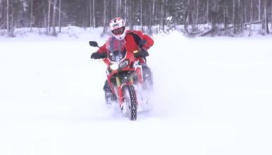 Vídeo: ¡Cómo se maneja la Honda Africa Twin en la nieve!