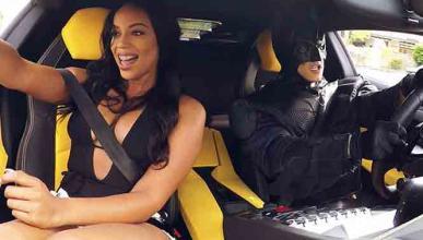 Vídeo: llama a Uber, y llega Batman en un 'Lambo'