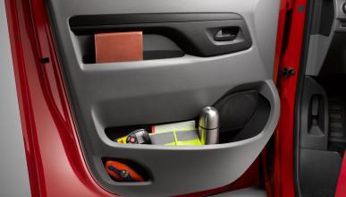 En los compartimentos de las puertas pueden colocarse hasta botellas de 1,5 litr