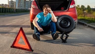 Cómo cambiar una rueda pinchada
