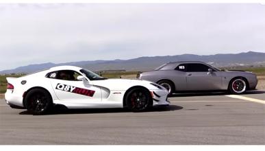 ¡Tooma drag race! Un Viper ACR contra un Challenger Hellcat