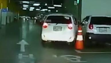 Vídeo: esto sí es aparcar al toque...