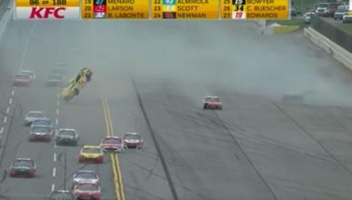 Esta carrera de la NASCAR ha sido demoledora