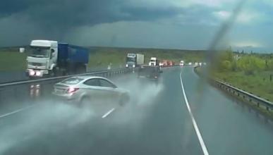 Vídeo: aquaplaning, enemigo a la sombra en la autopista