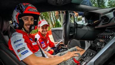 Stoner y Dovizioso disfrutan al volante de un Lamborghini