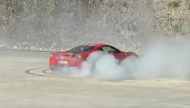 Vídeo: un Ferrari 458 Speciale haciendo 'donuts'