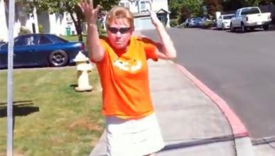 Vídeo: esta mujer se vuelve loca con un Subaru Impreza STI