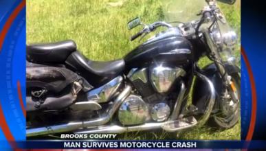 No es un farol: ¡Sobrevive 8 días atrapado bajo su moto!