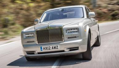 Pega a un policía por adelantar a su Rolls-Royce