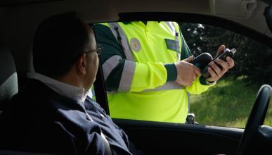 Las multas de tráfico que más puntos quitan del carné