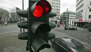 Así funcionan los semáforos inteligentes que evitan atascos