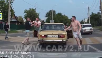 Vídeo: conductor noquea a un peatón tras una discusión