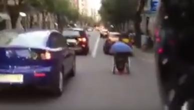 Vídeo: en silla de ruedas y a lo loco por Barcelona