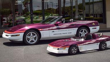 A subasta un Corvette con una réplica a escala incluida