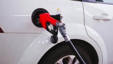 Bajan los precios de gasolina y diésel