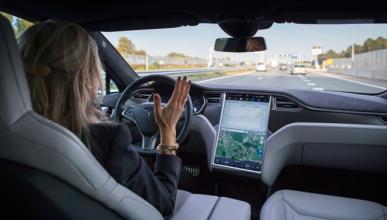 Un Tesla lleva a su conductor enfermo al hospital