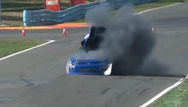 Vídeo: la NASCAR confisca un coche tras esta explosión