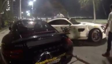 Vídeo: un Mercedes-AMG GT golpea un 911 y un 458 Italia