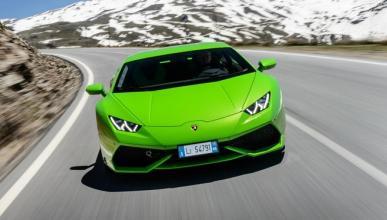 Dos policías se aprovechan de un Lamborghini Huracán