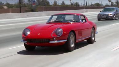 Jay Leno prueba un precioso Ferrari 275 GTB/4