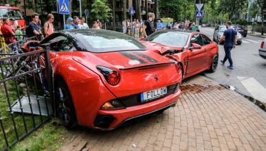Un BMW M4 Coupé choca contra un Ferrari California