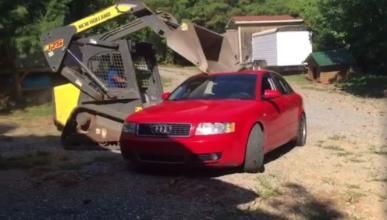 Vídeo: padre destroza el coche de su hijo con un bulldozer