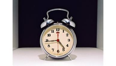Por qué no es bueno apagar una y otra vez el despertador