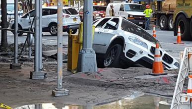 Un socavón se traga un BMW X5 en Nueva York