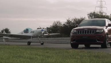 Jeep Grand Cherokee vs avión, ¿quién es más rápido?