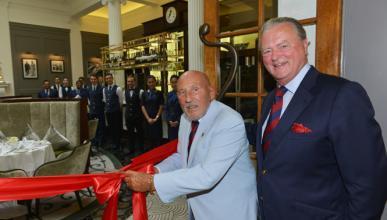 Sir Stirling Moss inaugura un nuevo restaurante de lujo
