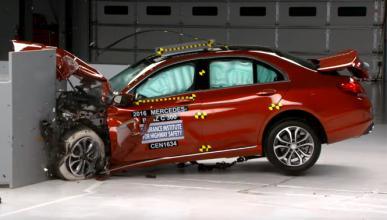 Vídeo: el Mercedes Clase C es uno de los coches más seguros