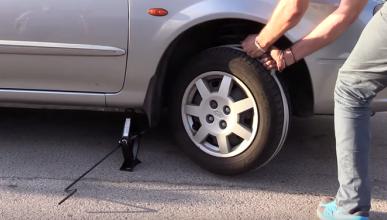 Video: cómo arrancar un coche con una cuerda