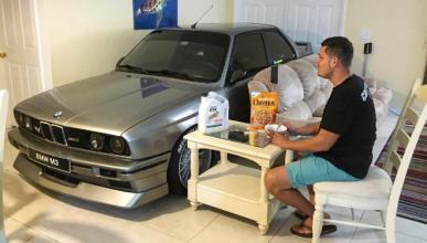 Guarda su BMW M3 E30 en el salón para librarlo de Matthew
