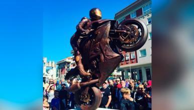 Dani Rivas ya tiene su estatua inmortal en Moaña