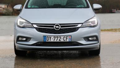 Opel Astra Sedan 2017: ¡cazado!